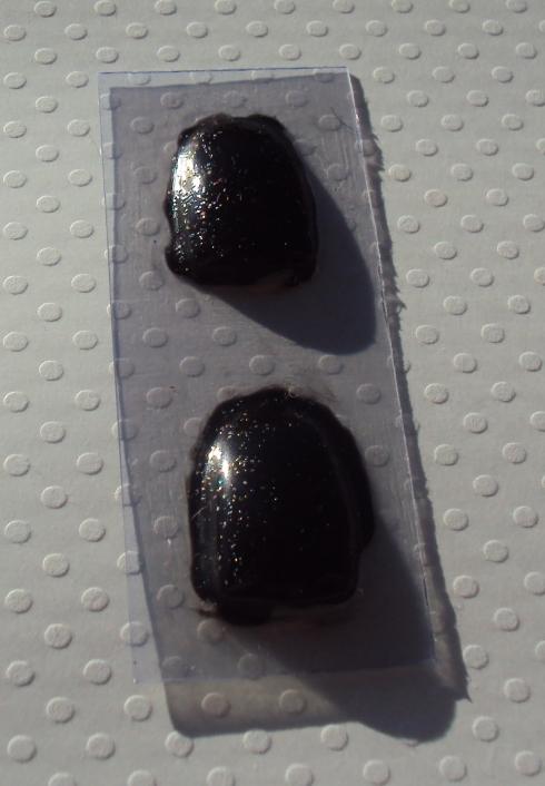 Acima: Duas camadas de Diamante Negro. Embaixo: Uma camada de Diamante Negro sobre uma camada de Rock, Colorama